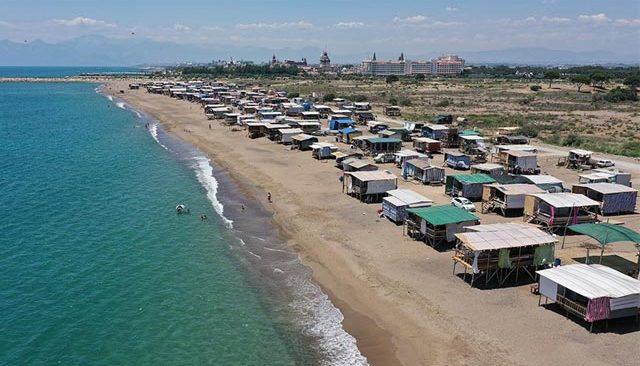 Antalya'nın geleneksel 'çardaklı tatili' ilgi görmeye devam ediyor