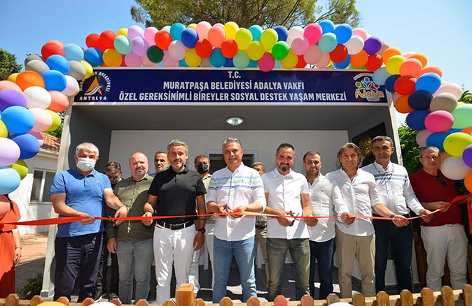 Yaşam merkezinin açılışını Başkan Ümit Uysal yaptı