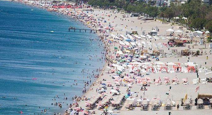 Antalya'da hava az bulutlu ve açık