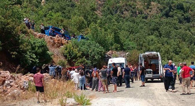 Son dakika.... Antalya'da safari aracı devrildi
