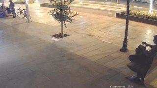 Antalya'da yorulmuş gibi yapıp çantayı çaldı
