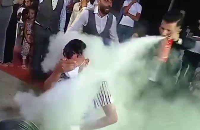 Antalya'da damadın erkek kardeşine köpüklü ve yangın tüplü işkence
