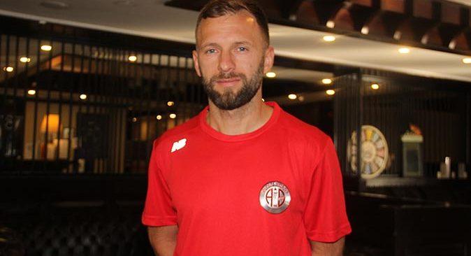 Hakan Özmert futbolu Antalyaspor'da bırakmak istediğini açıkladı