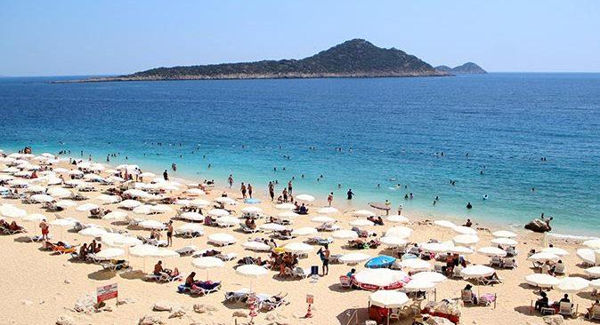 Kaputaş Plajı'na turistler yoğun ilgi gösteriyor
