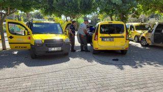 Kemer'de taksi ve otobüs durakları dezenfekte edildi