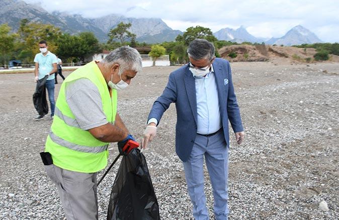 Kemer Belediyesi toplanan çöpleri geri dönüşüme