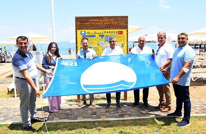 Kemer Belediyesi tarihinde ilk defa bir plajına 'mavi bayrak' aldı