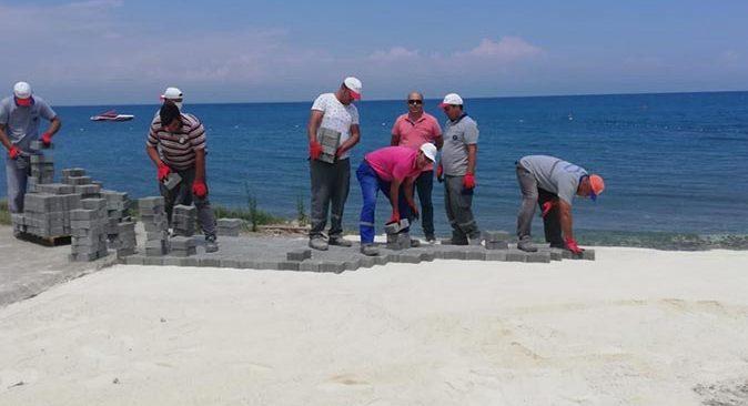 Kemer Belediyesi denize bağlanan yolları açıyor