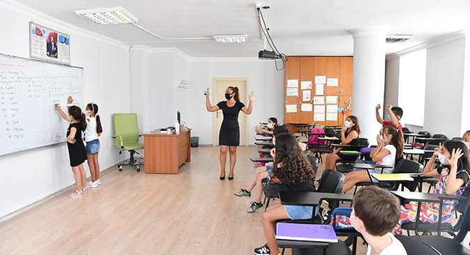 Konyaaltı'nın Yaz Okulu'nda 500 öğrenci