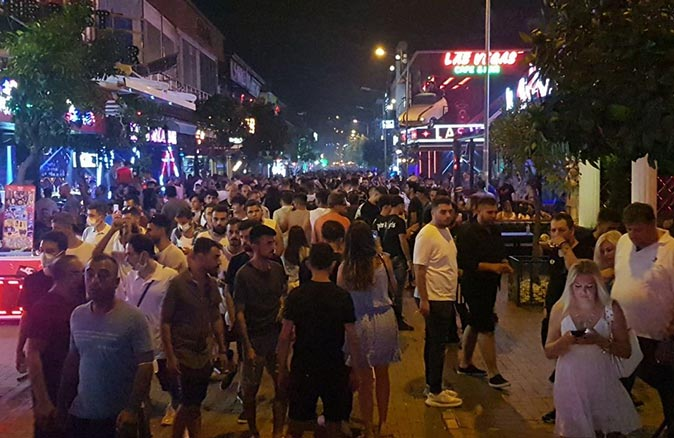Alanya'daki barlar sokağına maske zorunluluğu getirildi