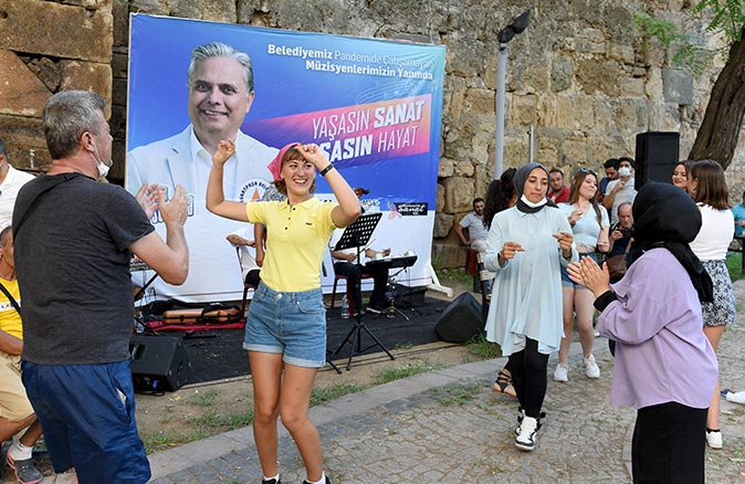 Müzik, Antalya sokaklarında
