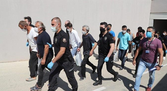 Çeşitli suçlardan aranan 97 şüpheli Antalya'da yakalandı