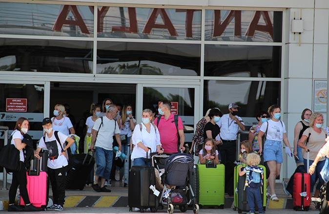 Antalya Havalimanı'na temmuz ayının ilk haftasında 180 bin Rus turist geldi