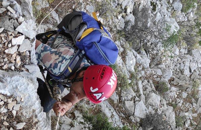 Antalya'da bir kişi uçurumun kenarında mahsur kaldı