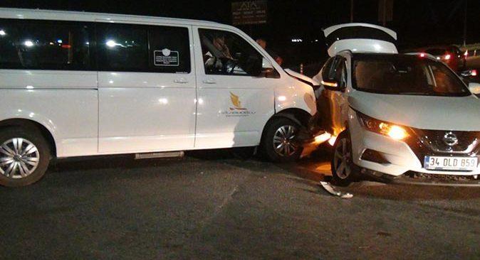 Antalya'da VİP araç otomobille çarpıştı