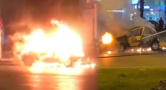 Antalya'da otomobiller alev alev yandı
