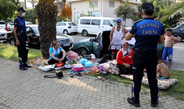 Antalya'da park ve refüjlerde tatil yapanlara ceza yağdı
