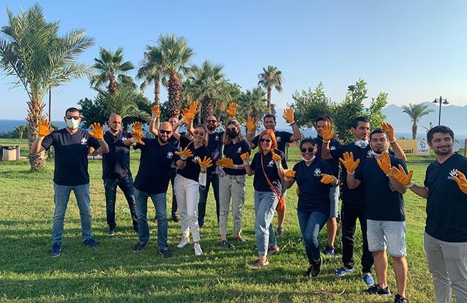 Anadolu Efes Gönüllüleri Falez Park'ta çevre temizliği yaptı