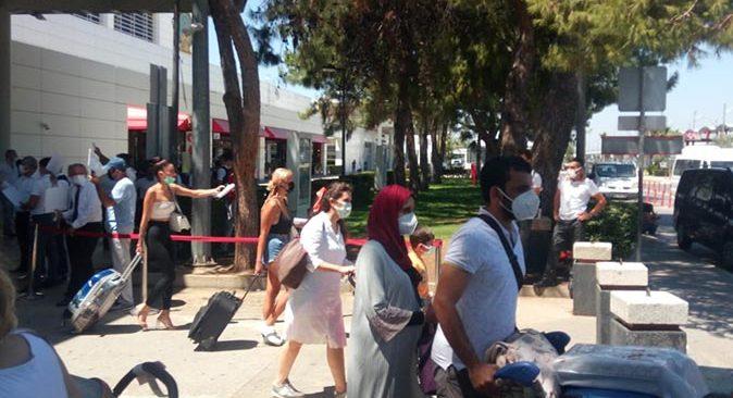 Bayram öncesi son gün Antalya'ya akın ettiler