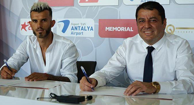 Antalyaspor, Güray Vural ile sözleşme imzaladı