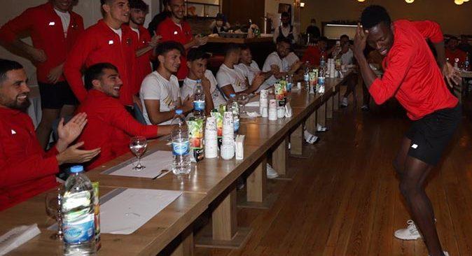 Antalyaspor'da sıkı antrenmanlara 'çaylaklar gecesi' molası