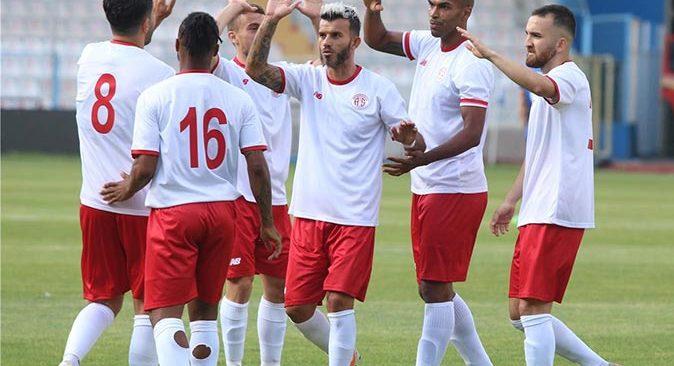 Antalyaspor iki haftada 25 antrenman, 2 hazırlık maçı yaptı