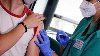 Avrupa İlaç Ajansı onay verdi: Moderna aşısı 12-17 yaş için kullanılacak