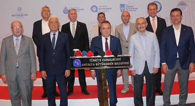 CHP'li 10 Büyükşehir Belediye Başkanı'ndan aşı çağrısı