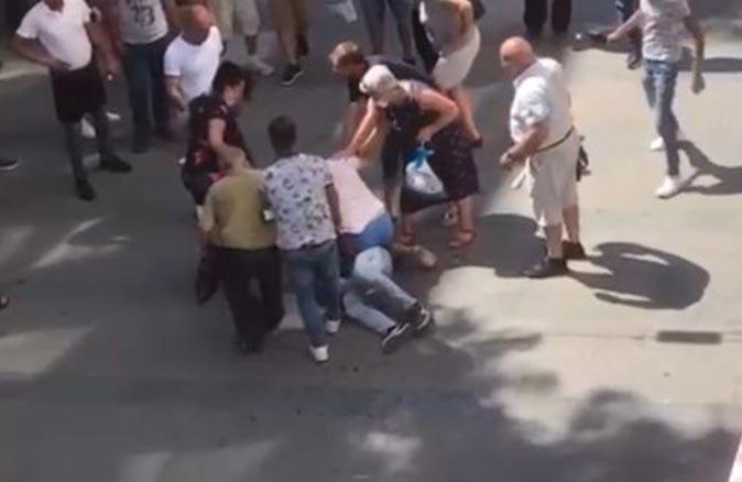 Antalya'da bayram alışverişi sırasında kavga