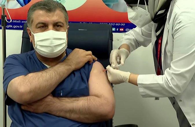 Son dakika... Bakan Fahrettin Koca'dan Biontech aşısı olacaklara kritik uyarı