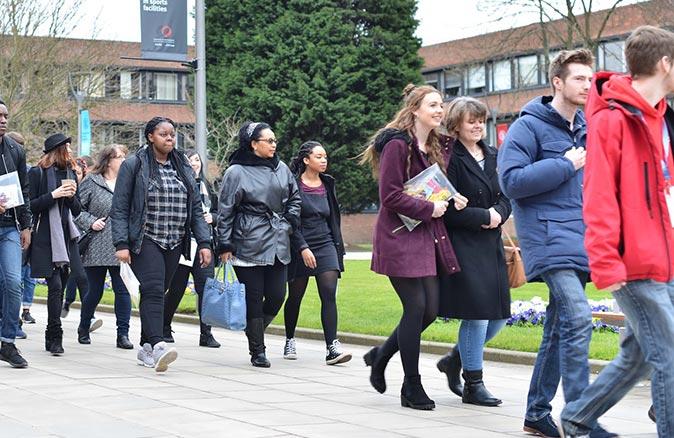 Üniversite öğrencileri covid testini yanıltıp okuldan kaçıyorlar