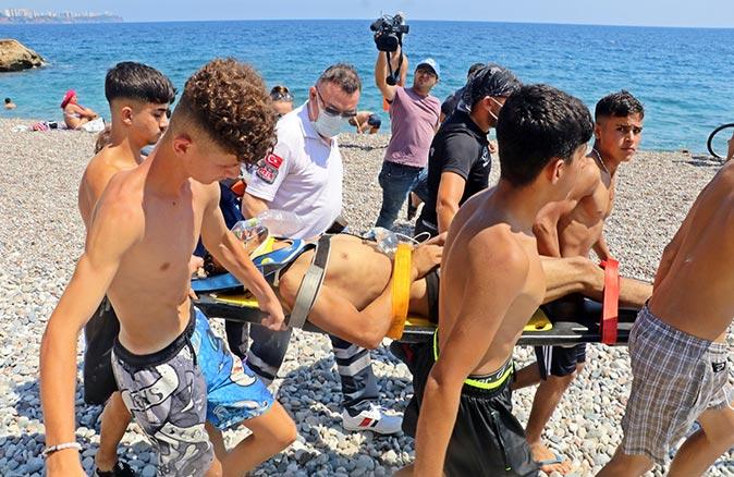 Konyaaltı Sahili'nde denize atlamak isteyen Ahmet Halil ölümden döndü