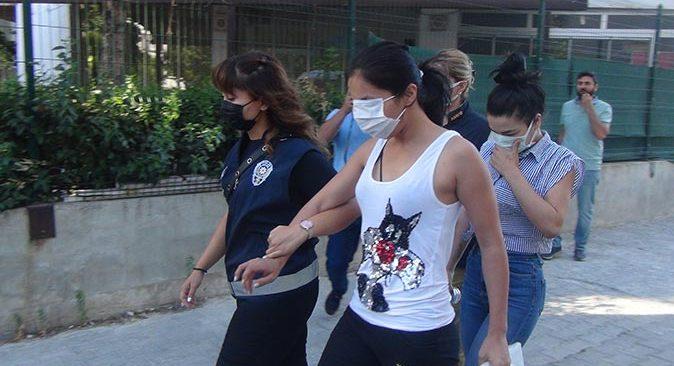 Muğla ve Antalya'da kadınları iş vaadiyle kandırmışlardı, yakalandılar!