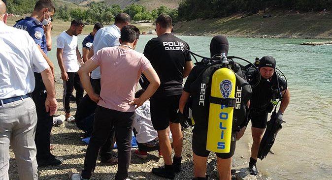 3 çocuğunu kurtaran baba suda boğularak can verdi