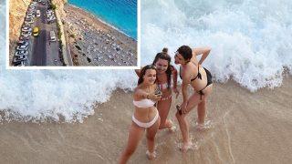 Dünyaca ünlü Kaputaş Plajı yerli ve yabancı misafirlerin akınına uğradı