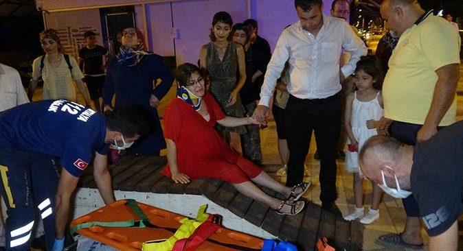 Antalya'da feci kaza! Hamile eşinin elini bir an bile bırakmadı