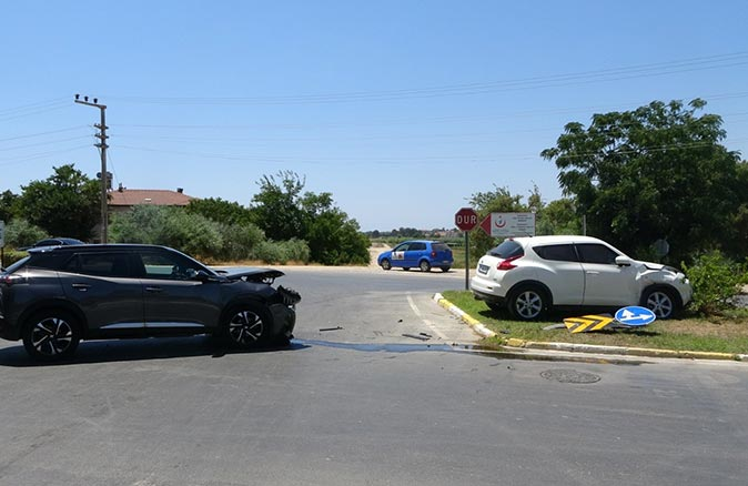Antalya'da kavşakta feci kaza! Otel yerine hastaneye gittiler