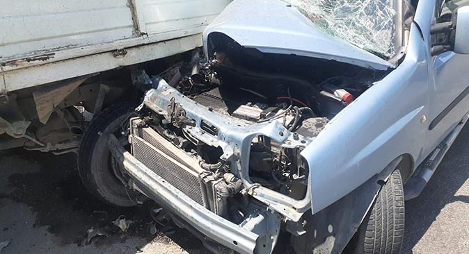 Antalya'da iki araç çarpıştı! Hamile kadın yaralandı