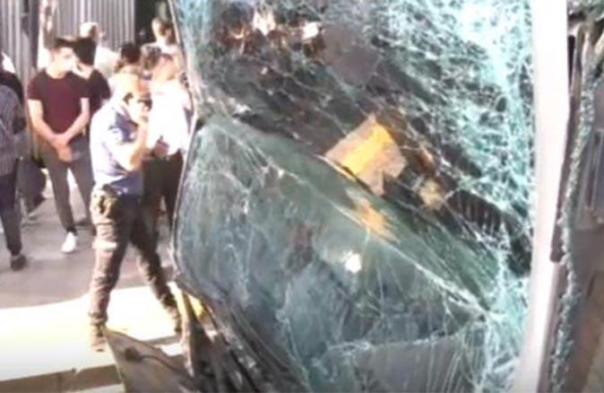 SON DAKİKA... İstanbul'da metrobüs kazası! Çok sayıda yaralı var