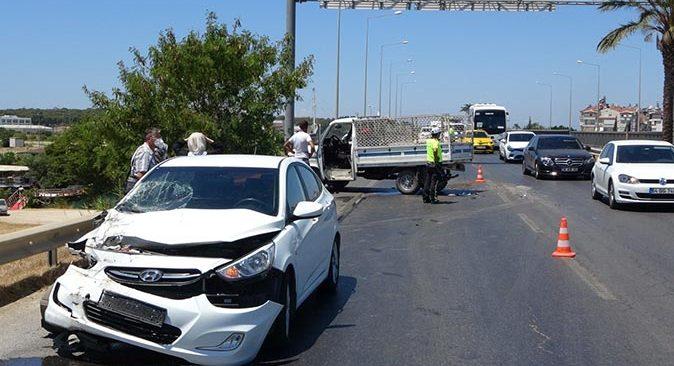 Antalya'da motor kaputunu kapatmak isterken kaza yaptı!