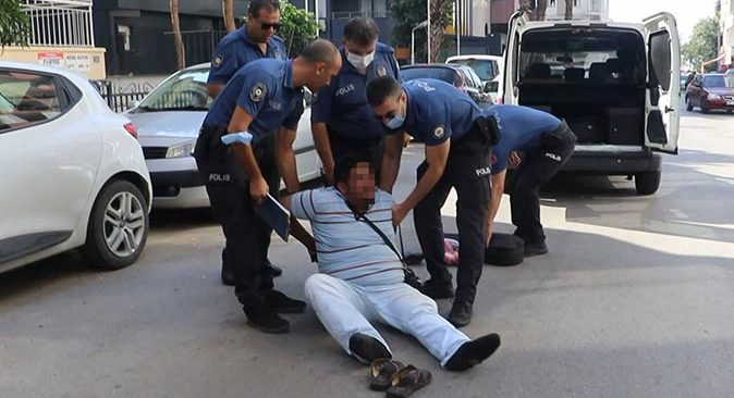 Antalya'da alkollü şahıs polise zor anlar yaşattı