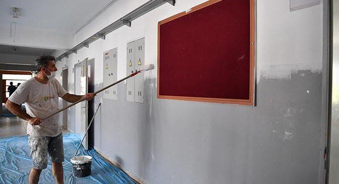 Konyaaltı Belediyesi'nden okullara bakım onarım desteği