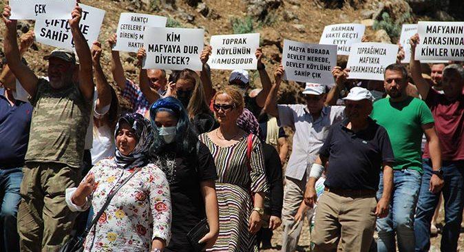 Antalya'da köylüler sokağa döküldü