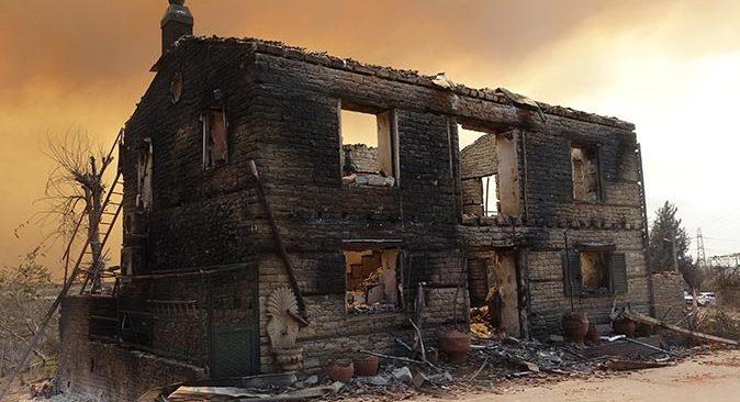 Alevlerin küle çevirdiği mahallede oturacak ev kalmadı