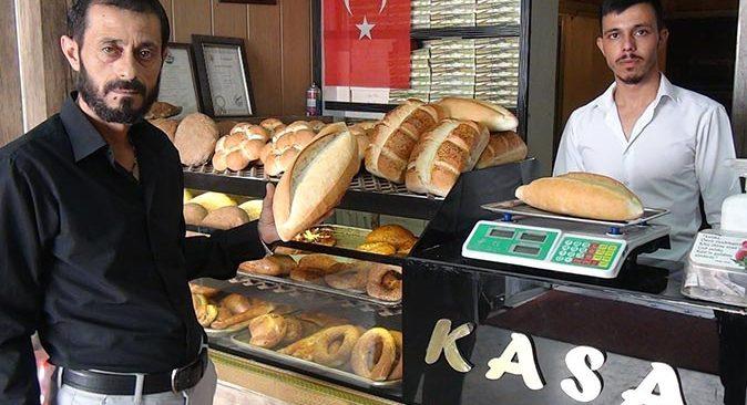 Antalya'da meslektaşlarına inat ekmeğin fiyatını düşürdü