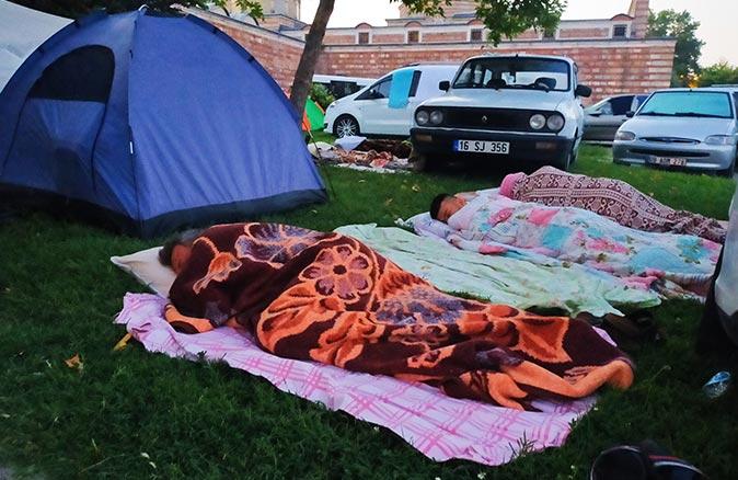 Güreş severler Edirne'ye akın etti! Çadırlarda uyudular