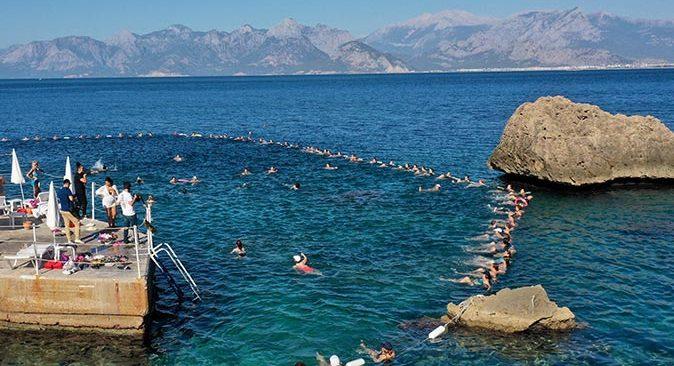 Antalyalı kadınlar su jimnastiğine akın etti