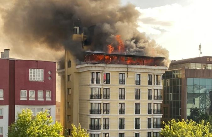 Son dakika... Maltepe'de bir otelde yangın çıktı