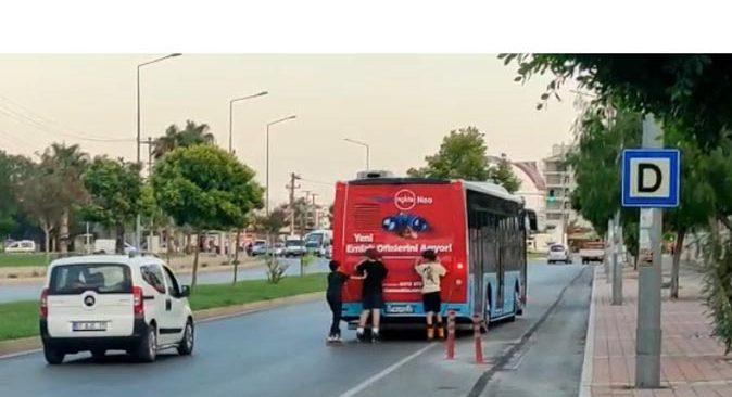 Antalya'da patenli 3 çocuğun tehlikeli yolculuğu