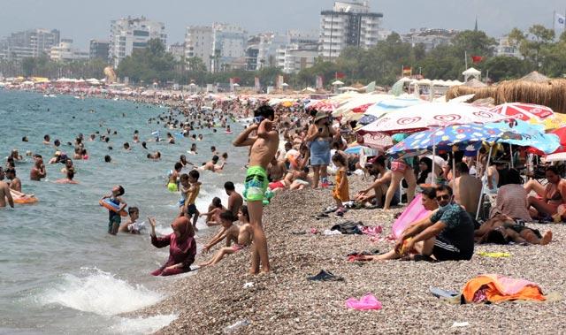 Turizm başkenti Antalya'da iç turizm hareketliliği hız kesmiyor